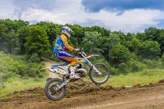 Salto do piloto de Motorcross Imagem de Stock