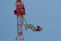 Salto do tirante com mola Imagens de Stock
