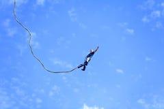 Salto do tirante com mola Fotografia de Stock