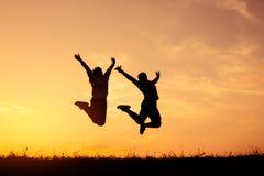 Salto e corrida da menina da silhueta para a saúde fotografia de stock royalty free