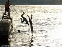 Salto en el mar Imagen de archivo libre de regalías