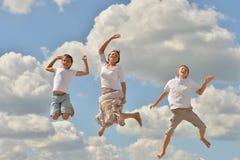Salto felice della famiglia Fotografia Stock Libera da Diritti