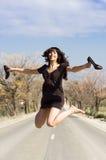 Salto felice della ragazza Fotografie Stock Libere da Diritti