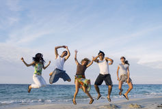 Salto felice della squadra Fotografia Stock Libera da Diritti