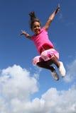 Salto felice di grande successo di gioia per la ragazza Immagini Stock Libere da Diritti