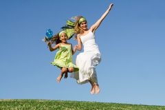 Salto feliz da família Imagem de Stock Royalty Free