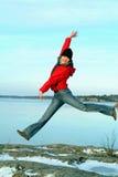 Salto feliz de la muchacha Foto de archivo libre de regalías