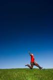 Salto feliz del hombre Fotos de archivo