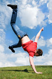 Salto feliz del individuo Fotografía de archivo