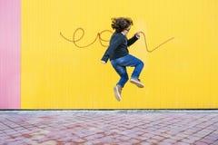 Salto feliz del muchacho Foto de archivo libre de regalías