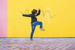 Salto feliz del muchacho Imagenes de archivo