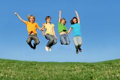 Salto feliz dos adolescentes Imagem de Stock Royalty Free