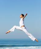 Salto femenino del bailarín fotos de archivo libres de regalías