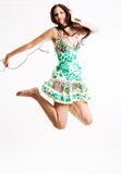 Salto femenino joven a la música Foto de archivo libre de regalías