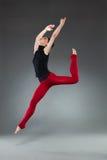 Salto femminile del danzatore Fotografie Stock