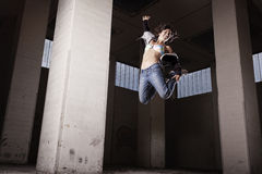 Salto fêmea do dançarino. Fotos de Stock