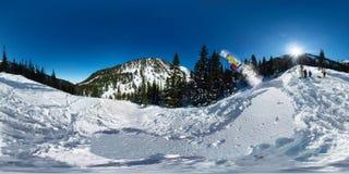 Salto freerider do Snowboarder da rampa da neve Panorama 360 vr180 esférico Imagens de Stock