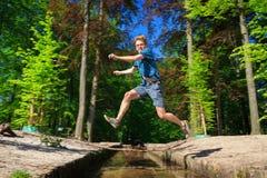 Salto grande sobre el río de la vida fotos de archivo