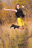 Salto hermoso de la mujer joven Foto de archivo