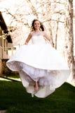 Salto hermoso de la novia Fotografía de archivo libre de regalías