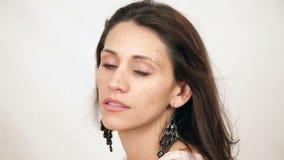 Salto ispano dei capelli della donna archivi video