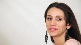 Salto ispano dei capelli della donna video d archivio