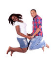 Salto joven feliz de los pares del afroamericano Fotografía de archivo libre de regalías