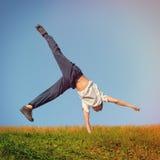 Salto na trawie Zdjęcie Royalty Free