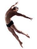Salto relativo alla ginnastica del ballerino dell'uomo Fotografie Stock Libere da Diritti