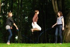 Salto sobre a corda Fotos de Stock Royalty Free