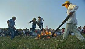Salto sobre o fogo Fotos de Stock