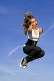 Salto sonriente feliz de la mujer Fotografía de archivo libre de regalías