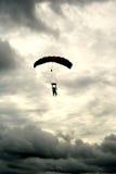 Salto in tandem nuvoloso Fotografia Stock