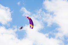 Saltos de um paraquedas Foto de Stock Royalty Free