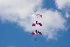 Saltos de um paraquedas Foto de Stock