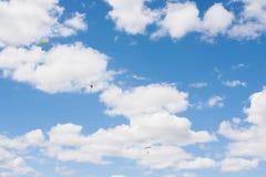 Saltos de um paraquedas Imagem de Stock