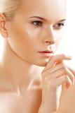 Salud, cuidado de piel. Modelo sensual de la cara de la pureza del balneario Fotos de archivo
