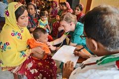 Saludes infantiles en la India Foto de archivo libre de regalías
