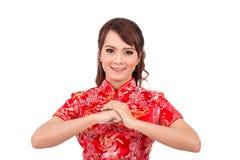 Saludo chino asiático de la muchacha en chino tradicional, Año Nuevo chino Foto de archivo libre de regalías