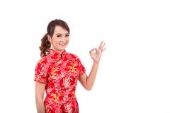 Saludo chino asiático de la muchacha en chino tradicional, Año Nuevo chino Fotografía de archivo