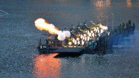 saludo de arma 21 durante NDP 2011 Fotos de archivo