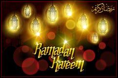 Saludo de Ramadan Kareem con la lámpara árabe iluminada hermosa y letras dibujadas mano de la caligrafía en backgro del rojo del  Imagenes de archivo