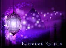 Saludo de Ramadan Kareem en fondo borroso con el ejemplo árabe iluminado hermoso del vector de la lámpara Fotos de archivo libres de regalías