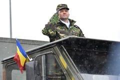Saludo del oficial del ejército en un desfile Fotografía de archivo