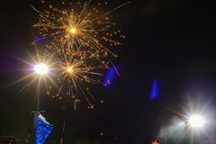 Saludo del ` s Eve del Año Nuevo saludo elebratory en el cielo Foto de archivo