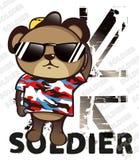 Saludo del soldado del oso que presenta con los vidrios Fotografía de archivo