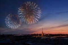 Saludo en St Petersburg, el día de la victoria 9 pueden Imágenes de archivo libres de regalías