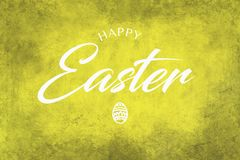 Saludo feliz de Pascua en un fondo amarillo Imágenes de archivo libres de regalías