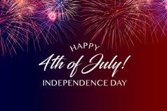 Saludo feliz del 4 de julio con el fondo rojo y azul foto de archivo libre de regalías