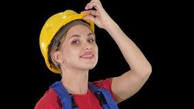 Saludo femenino del trabajador de construcción, Alpha Channel almacen de video